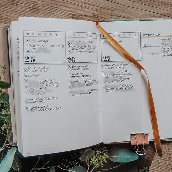 simple rolling weekly spread bullet journal